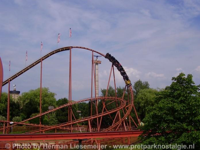 Thunder Loop Attractiepark Slagharen 2016