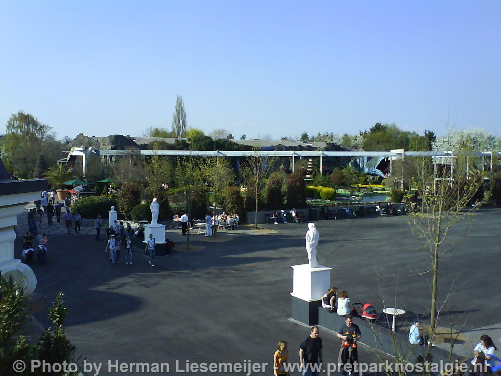 Phantasialand - Lege plek Brandenburger Tor en Gondelbahn in laatste jaar 2009.
