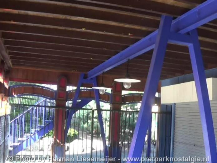 Oude steunen kleine monorail Ponypark Slagharen