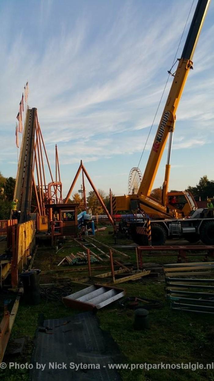 Afbraak van de Looping Star in Attractiepark Slagharen 19-10-2016