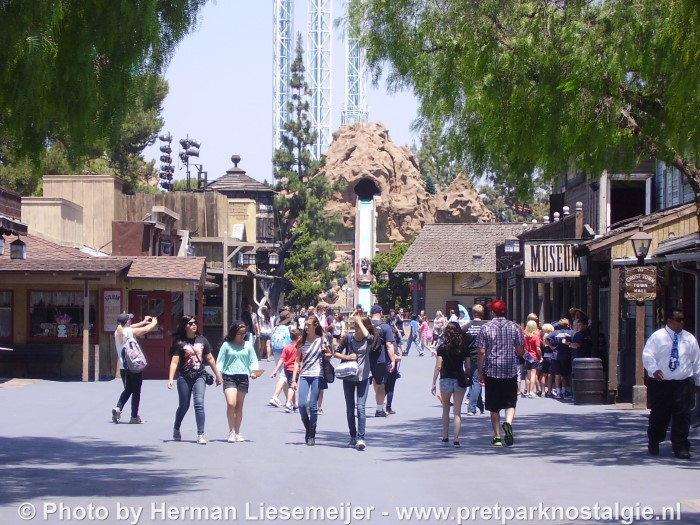 Knott's Berry Farm - Ghost Town & Timber Mountain Log Ride