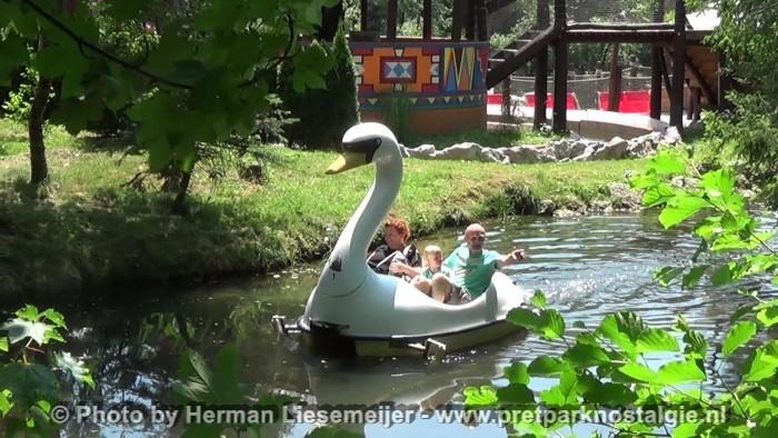 Fantasiana Erlebnispark Strasswalchen Schwanenbootfahrt