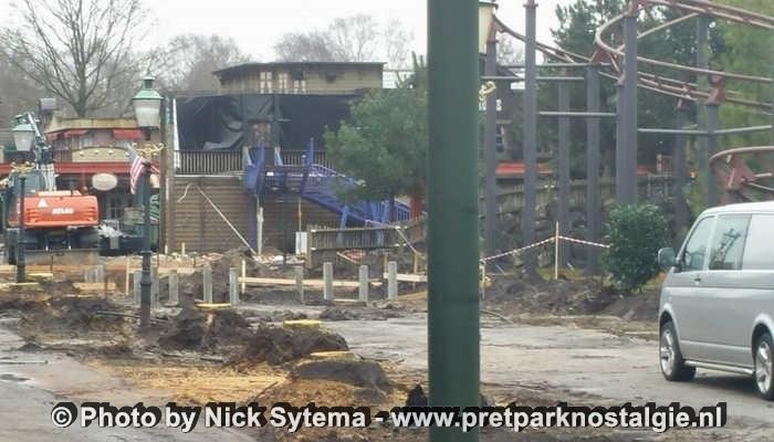De sloop van het oude monorailstation in Attractiepark Slagharen