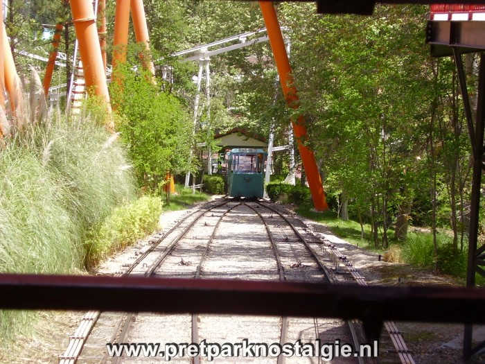 Six Flags Magic Mountain - Funicular