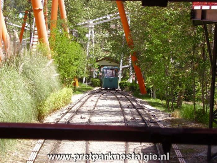 Six Flags Magic Mountain - Funicular
