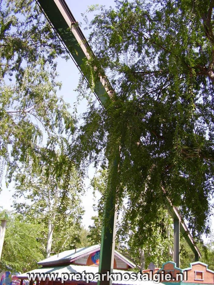 Six Flags Magic Mountain - Stuk rails van oude monorail