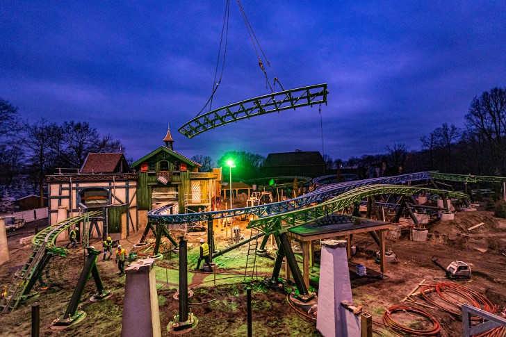 Max en Moritz: Laatste baandelen nieuwe achtbaan Efteling geplaatst